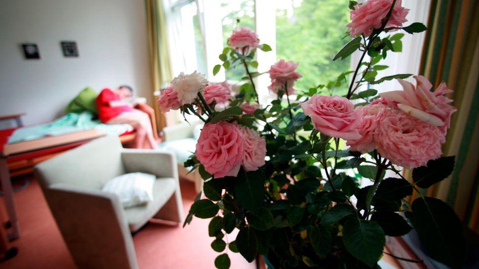 Rosen in einem Hospiz-Zimmer