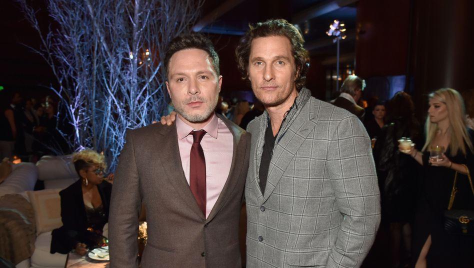 Nic Pizzolatto (links) und Matthew McConaughey haben einen neuen Vertrag mit FX