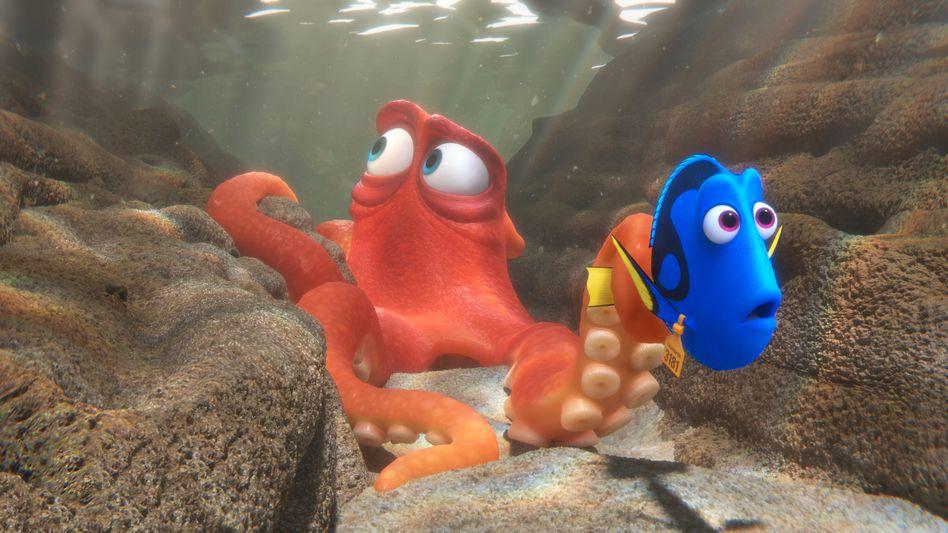 Dorie (in blau)