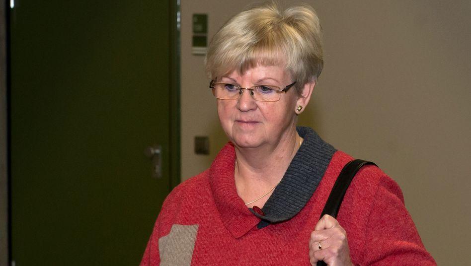 Brigitte Böhnhardt, mother of NSU-member Uwe Böhnhardt, walks into to the courtroom on Tuesday in Munich.