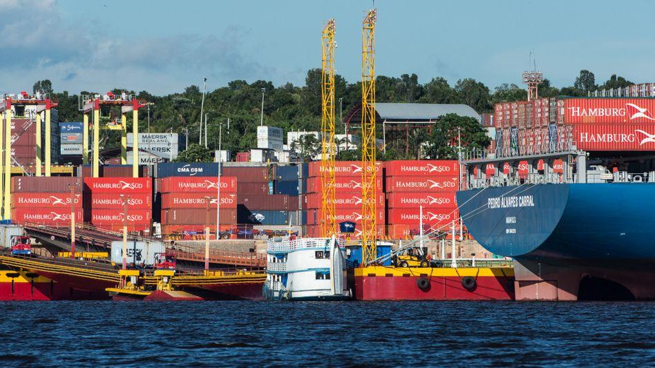 """Container von Hamburg Süd in Brasilien (Archivbild): """"Sichtbare Delle in der deutschen Exportbilanz"""""""