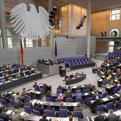 """Plenum des Bundestages: Geplante Versorgung von Abgeordneten als """"inakzeptabler Schnellschuss"""""""