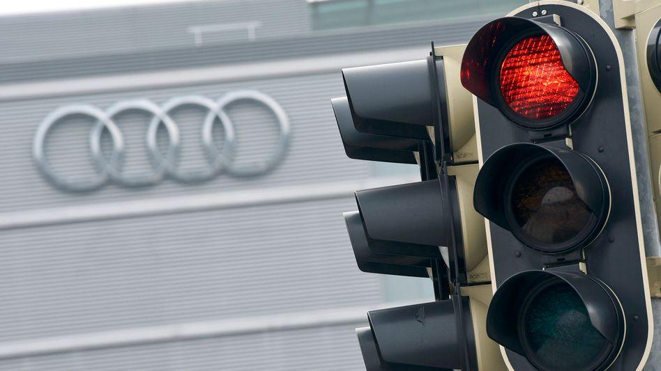 Ampel vor Audi-Zentrale in Ingolstadt