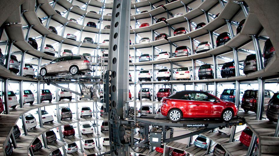 VW-Auslieferungsturm in Wolfsburg: Ausrangierte Werkzeuge für die Billigtochter