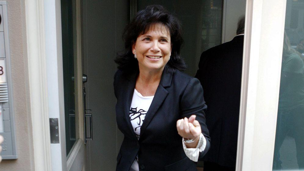 Anne Sinclair: Die Frau an Strauss-Kahns Seite