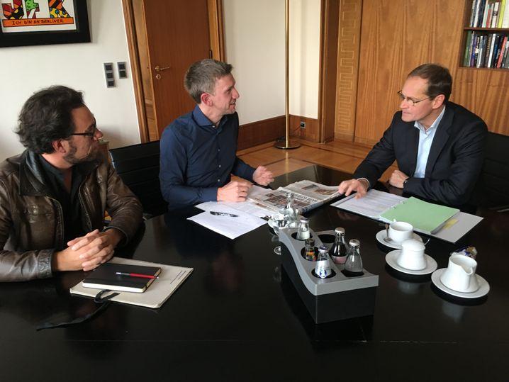 Neumann (l.) im Gespräch mit Berlins Regierendem Bürgermeister Michael Müller