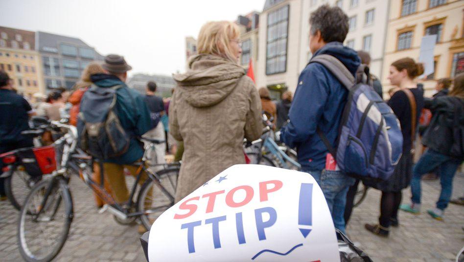 Sympathisanten von Attac: Protest gegen das Freihandelsabkommen
