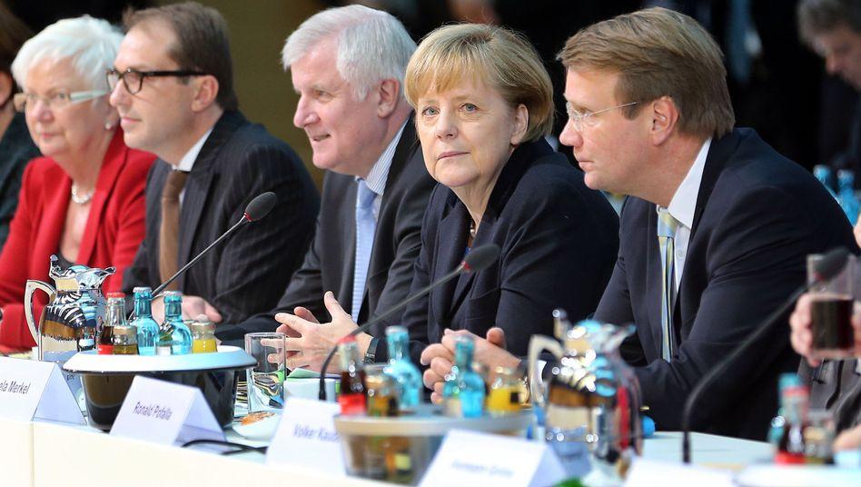 Pofalla (r.) mit Unionspolitikern bei den Koalitionsgesprächen im November: Debatte um Karenzzeit