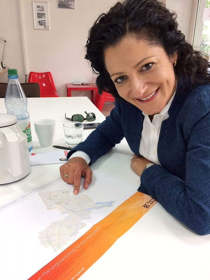 SPD-Politikerin Cansel Kiziltepe in ihrem Büro