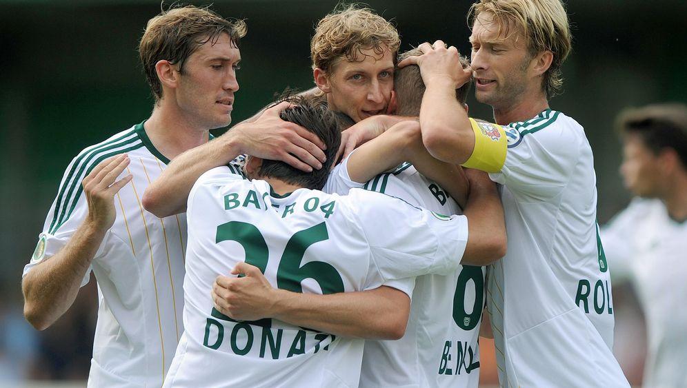 Erste Runde im DFB-Pokal: Viel Mühe, etwas Glanz