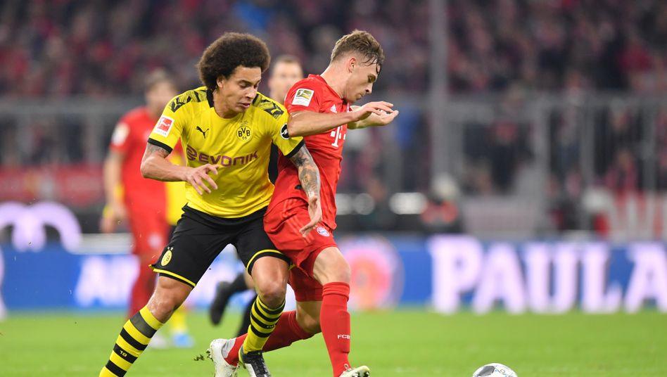 Dortmunds Axel Witsel und Bayerns Joshua Kimmich im Zweikampf während der Bundesligapartie am 9. November 2019