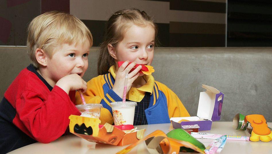 Kinder bei McDonald's: Umstrittene Kooperation mit der Stiftung Lesen