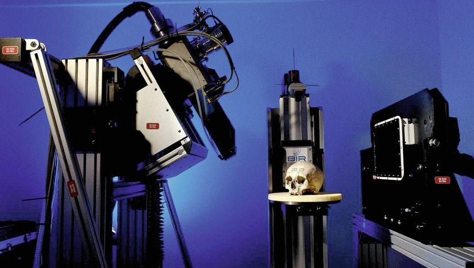 Schädel im Computertomografen: Stück um Stück entsteht ein Archiv der Familiengeschichte des Homo sapiens