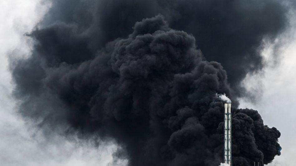 Rauchwolke nach der Detonation in Leverkusen