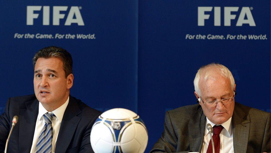 Fifa-Ermittler Garcia, links, Eckert: PR-Gau für den Weltverband