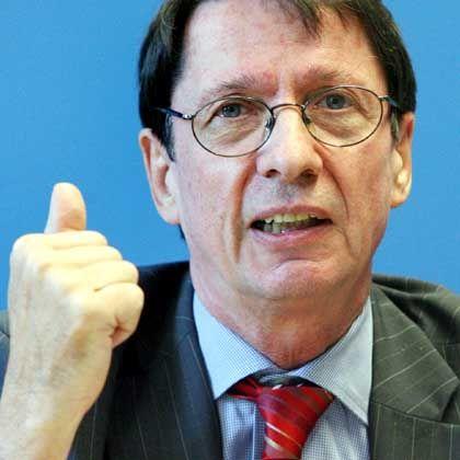 """Ehrhart Körting, Vorsitzender der Bundesinnenministerkonferenz, verweist aufs Zweite Buch Mose: """"Du sollst nicht töten"""""""