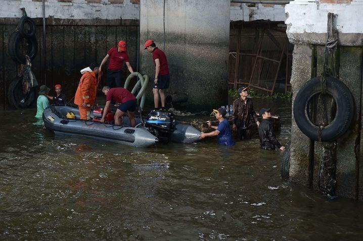 Einsatz am Pier: Sprengsatz landete im Wasser