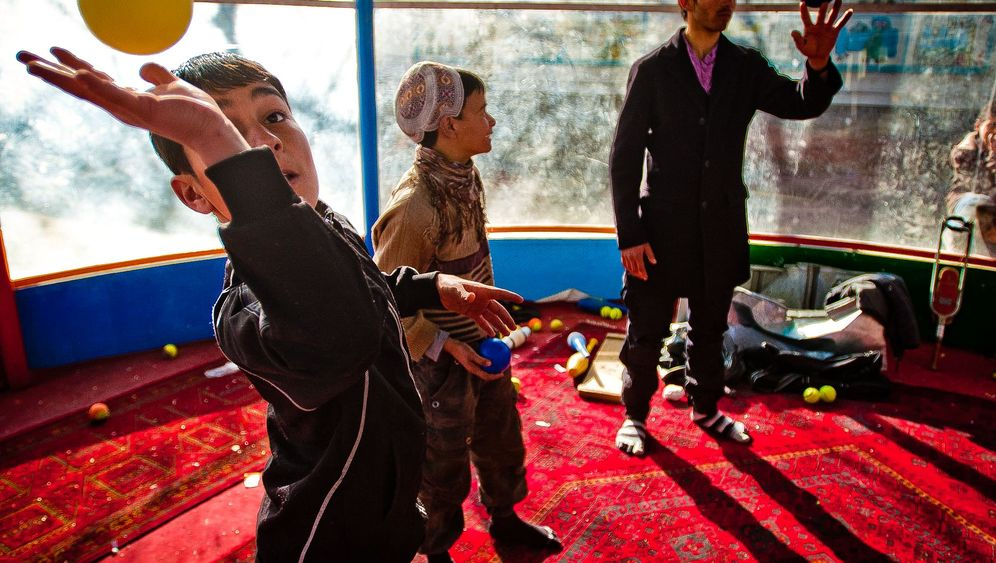 Rickshaw Circus: Jonglieren im Krisengebiet
