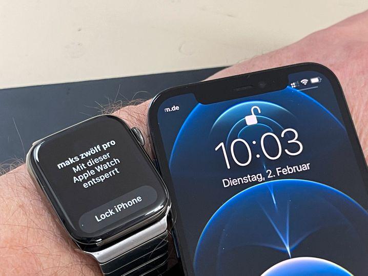 Eine kurze Meldung und ein sanfter Stoß aufs Handgelenk melden, wenn man sein iPhone mit der Apple Watch entsperrt hat