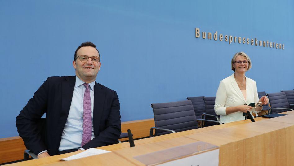 Jens Spahn und Anja Karliczek: Riskante Abkürzungen bei der Corona-Impfstoffentwicklung soll es nicht geben