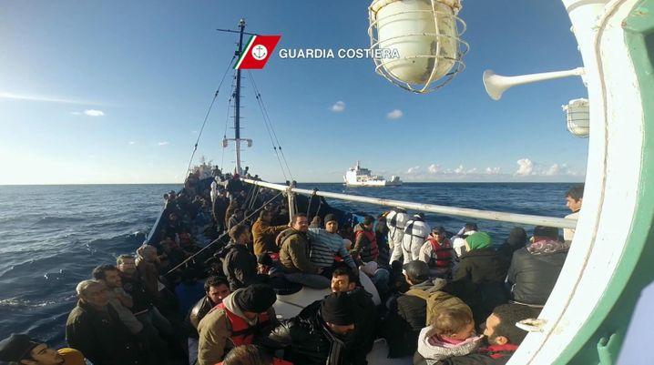 Flüchtlinge vor Lampedusa: Gefährliche Fahrt nach Europa