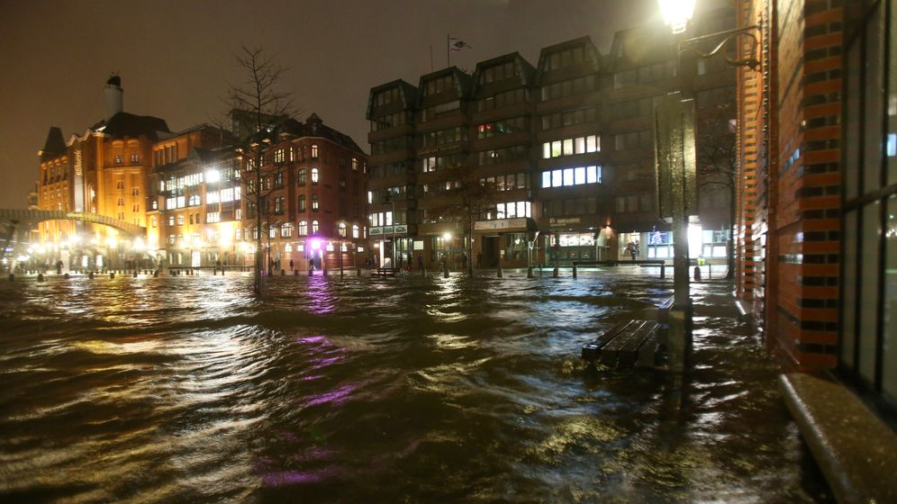 Orkantief: Sturmflut in Hamburg
