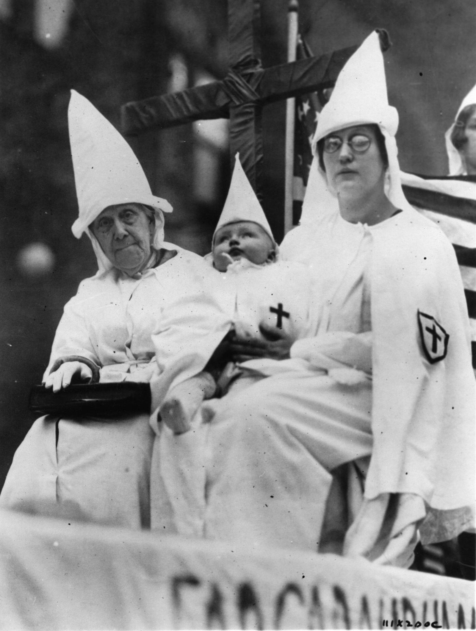 KKK und die Frauen - Fanatic members of the Ku-Klux-Klan, Photograph, October 26th 1925