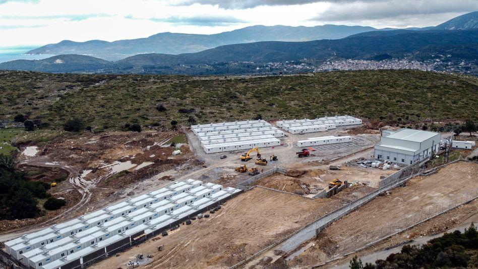 Arbeiten in einem neuen Flüchtlingscamp für 1200 Menschen in Zervou auf Samos