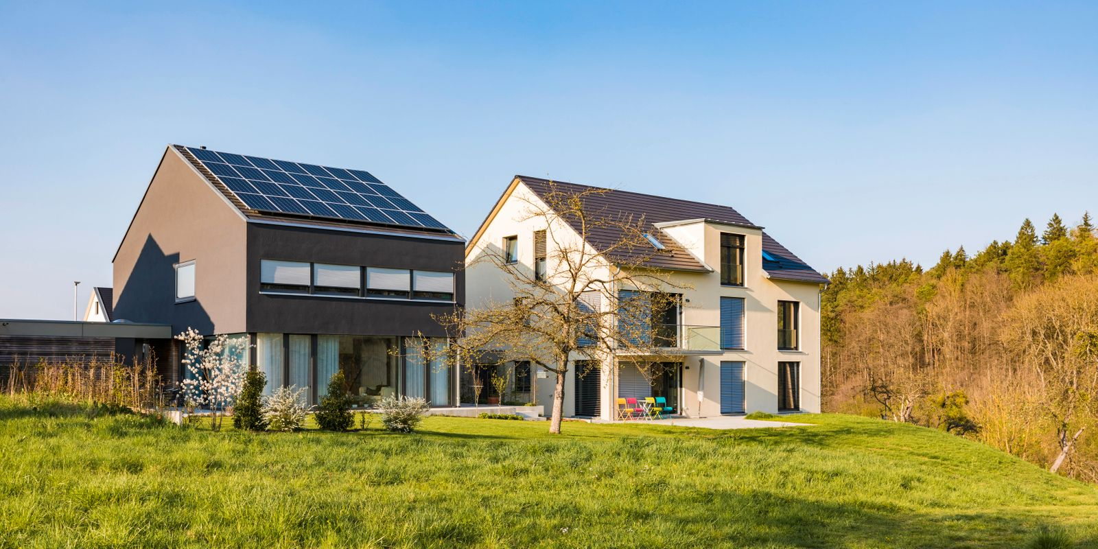 Germany, Nuertingen, modern one-family houses with solar roof