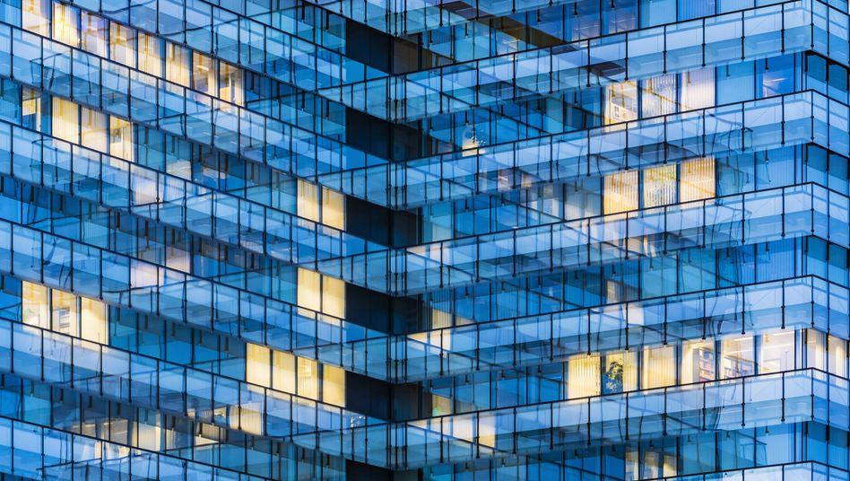 Bürogebäude in Stuttgart: weniger Wachstum, weniger Überstunden