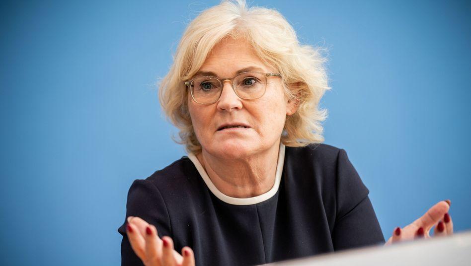 Justizministerin Christine Lambrecht will sich als einziges Kabinettsmitglied mit Mandat im Parlament gegen die doppelte Widerspruchslösung stellen