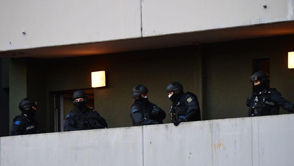 Mehr als 1600 Polizisten sind an der Razzia beteiligt: 18 Objekte werden durchsucht