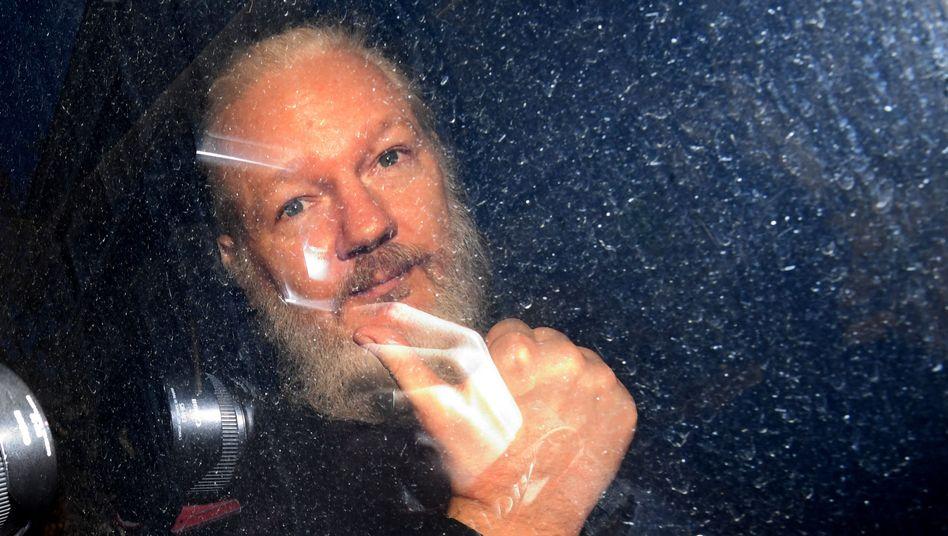 WikiLeaks-Gründer Julian Assange bei seiner Ankunft am Westminster-Amtsgericht in London