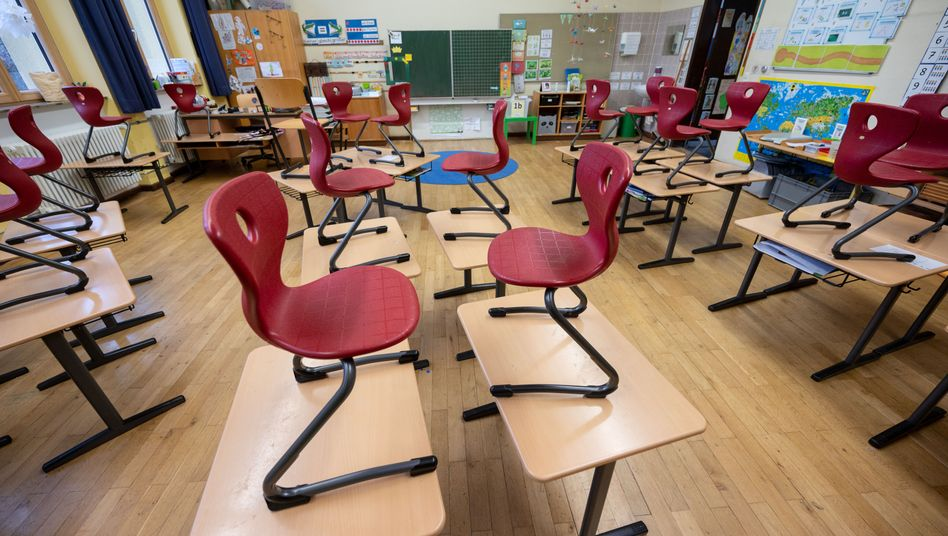 Die Schulen sind verwaist, die meisten Schüler lernen zu Hause (Symbolbild)