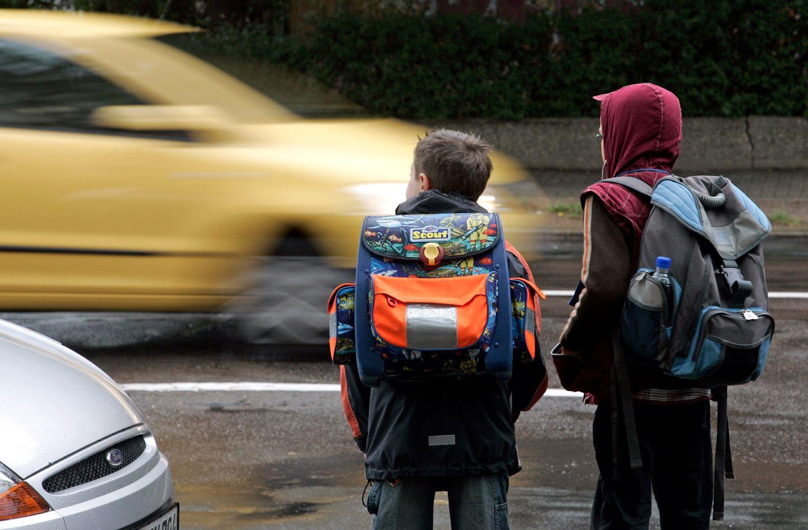 NICHT VERWENDEN Kinder im Straßenverkehr
