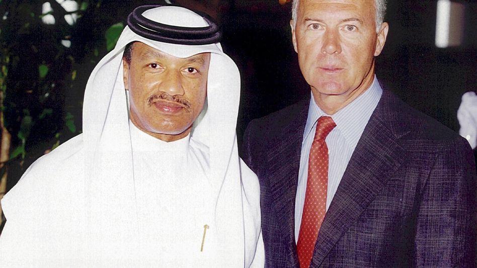 Mohamed Bin Hammam (l.), Beckenbauer: Warnung vor der WM-Vergabe