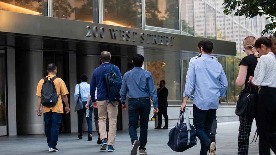 Mitarbeiter auf dem Weg in die Goldman-Sachs-Zentrale in New York