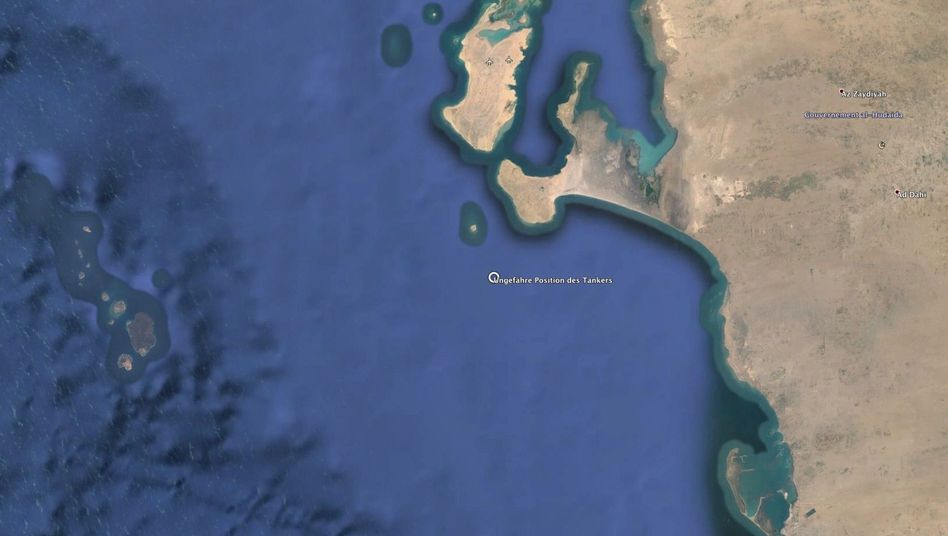 """Satellitenbild von Jemens Küste bei Ras Isa, die """"Safer Floating Storage and Offloading Terminal"""" ist eingekreist"""