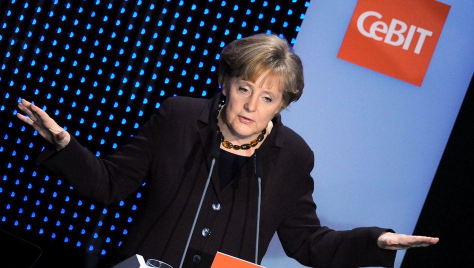 Die Bundeskanzlerin auf der Cebit 2009: Welches System ist effizienter?