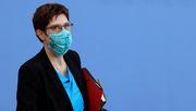 Kramp-Karrenbauer hält Abschaffung der Maskenpflicht für falsches Signal