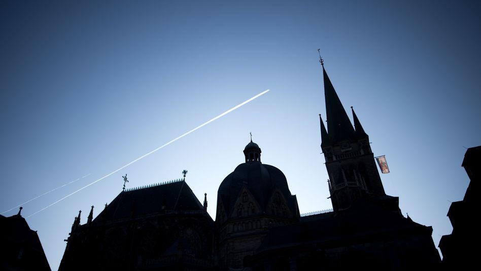 """Aachener Dom: Bistum stellt Priester """"bis auf weiteres"""" frei"""