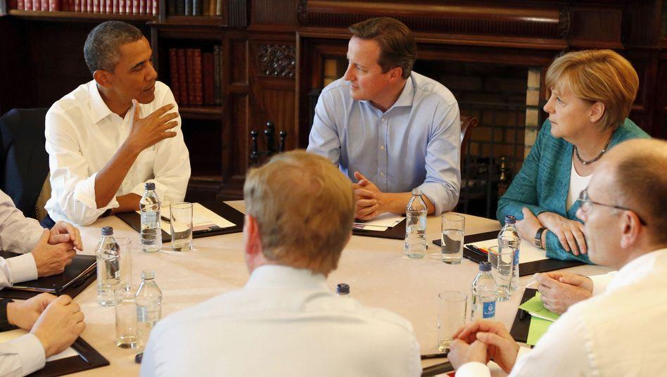 US-Präsident Obama, britischer Premier Cameron, Kanzlerin Merkel (im Juni 2013) bei Gesprächen über transatlantischen Handel): Widerstand innerhalb der großen Koalition