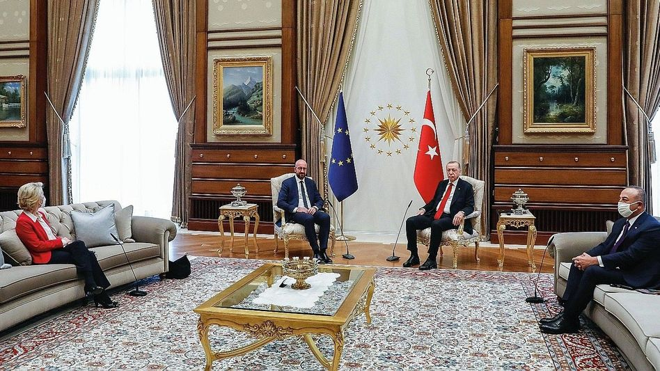 EU-Besuch beim türkischen Präsidenten (von der Leyen, Michel, Erdoğan, Çavuşoğlu): Protokollarisches Debakel