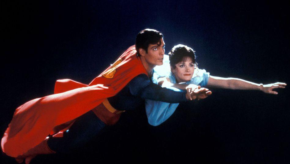 Christpher Reeve als Superman mit Margot Kidder als Lois Lane im Jahr 1980