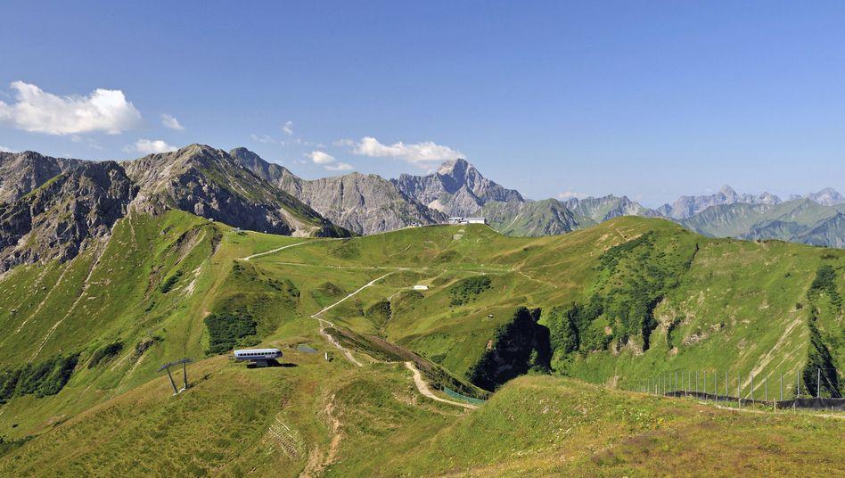 Blick vom Fellhorn auf die Kanzelwand: 150 Meter tiefer Sturz