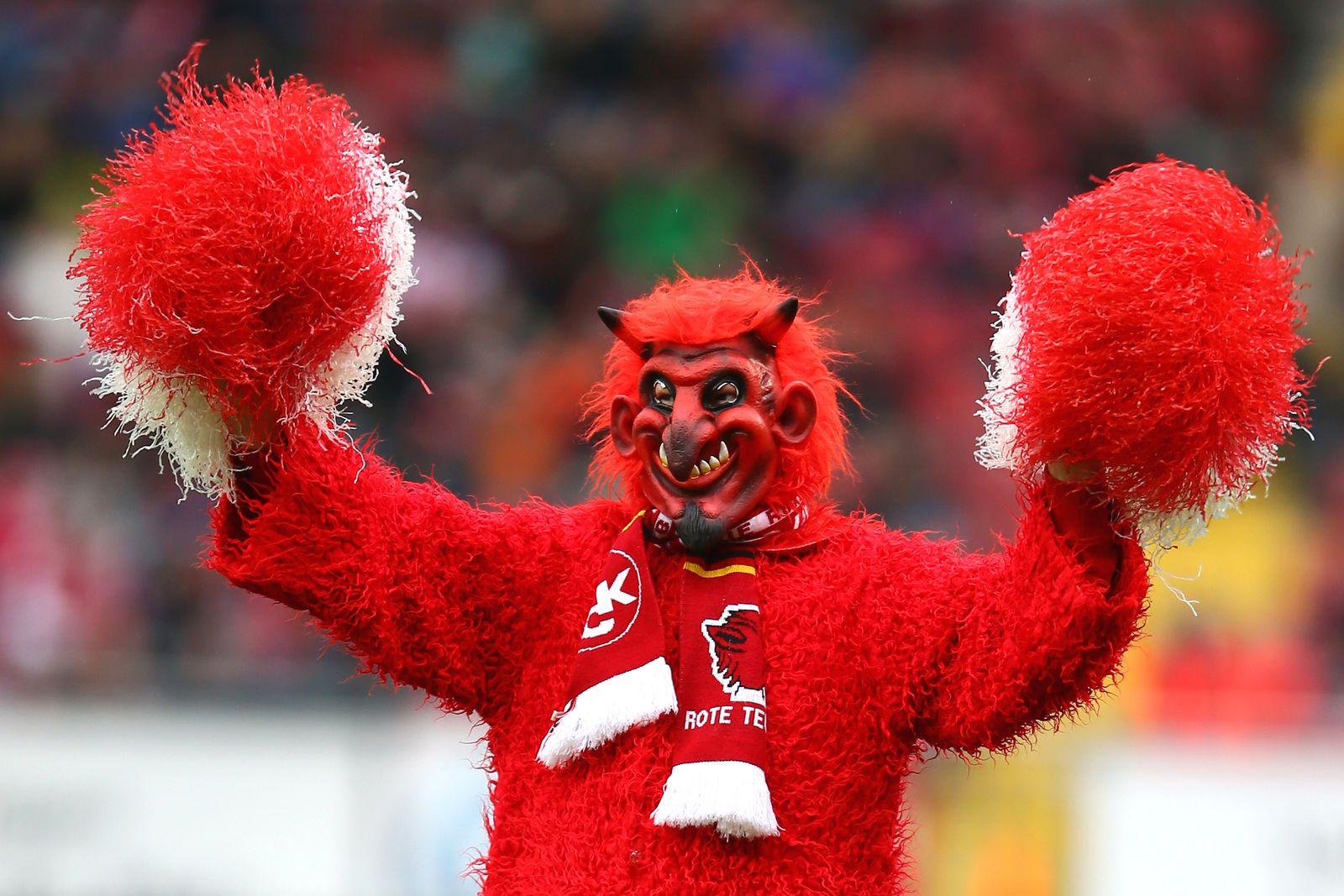 1. FC Kaiserslautern v Karlsruher SC - Second Bundesliga