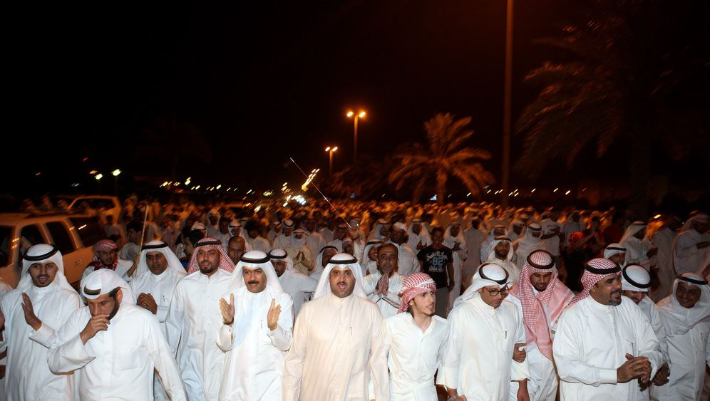 Photo Gallery: Kuwaitis Take to the Streets