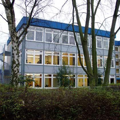 Otto-Hahn-Schule in Hamburg-Jenfeld: Brutale Messerattacke auf dem Schulparkplatz
