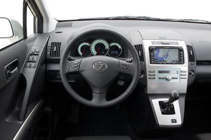 Innenansicht des Toyota Corolla Verso: Cockpitinstrumente wie aus Eis