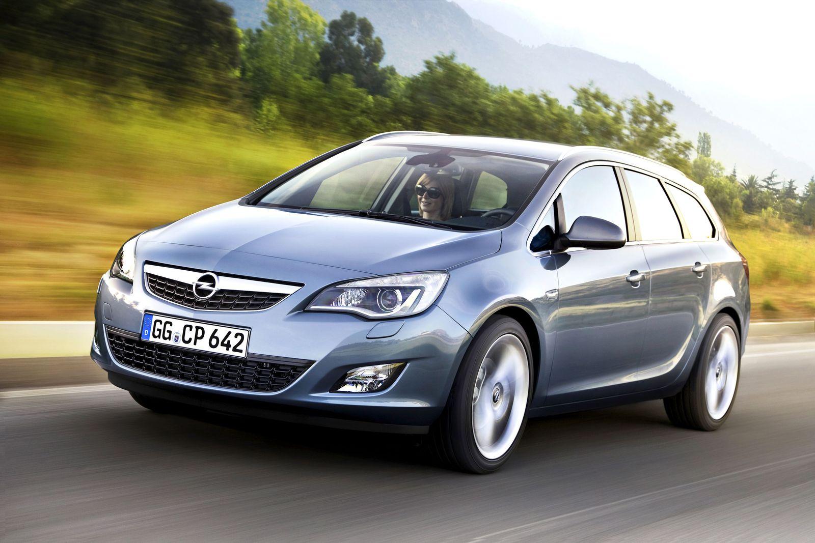Paris-Autokarussell / Opel Astra Sports Tourer